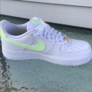 Nike air force 1 (barely volt)